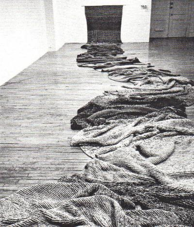 "Germaine Koh KNITWORK — TRICOT-AGE © Germaine Koh, installation ""Knitwork"", Galerie B-312, 1993."